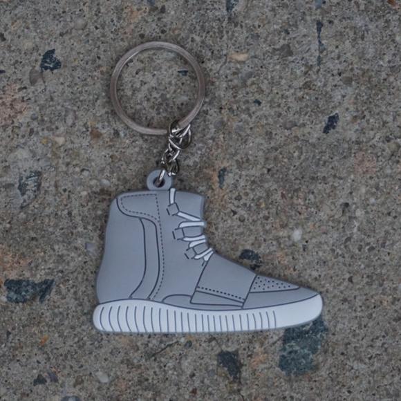 Accesorios Adidas Yeezy Boost zapato llavero poshmark 750 Gris